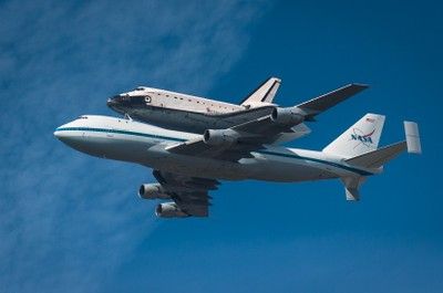 Space_Shuttle_Endeavor_1