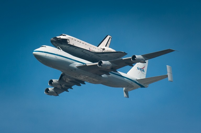 Space_Shuttle_Endeavor_2