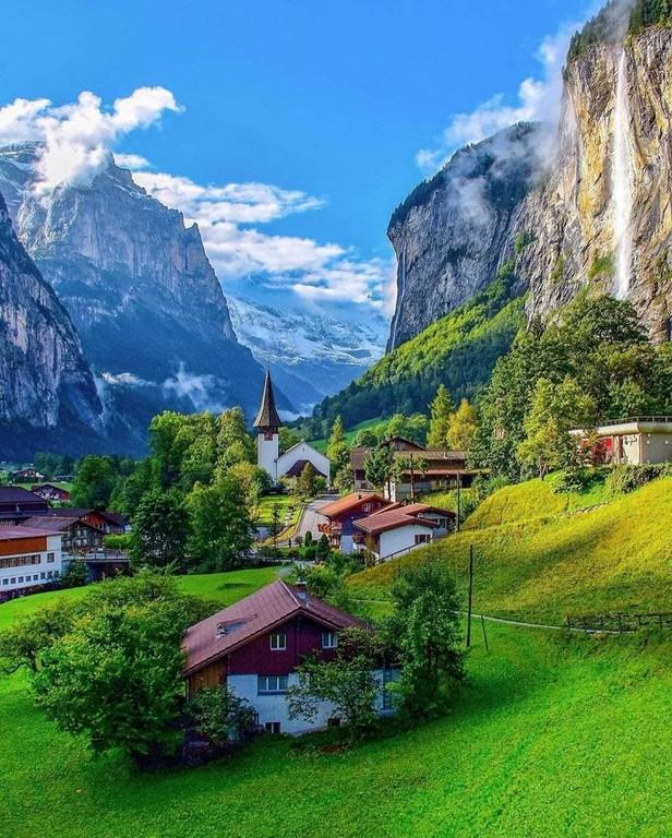 Lauterbrunnen_Switzerland_032421A