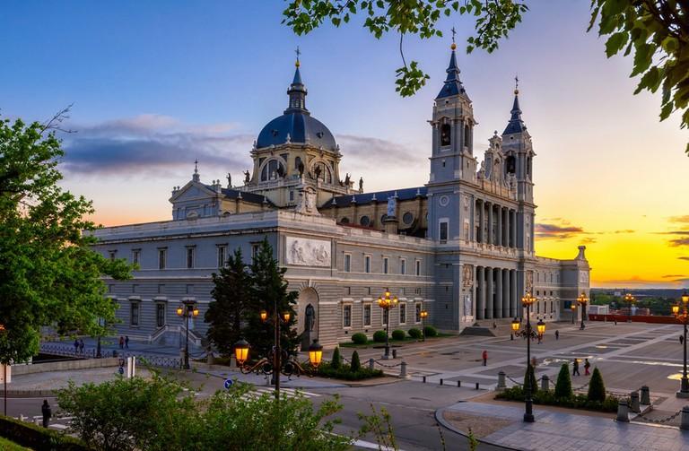 cathedral-santa-maria-la-real-de-la-almudena_092920A.jpg
