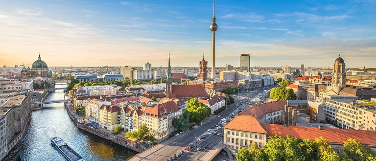 Berlin_kyline_TV_Tower_River_Spree_092820A